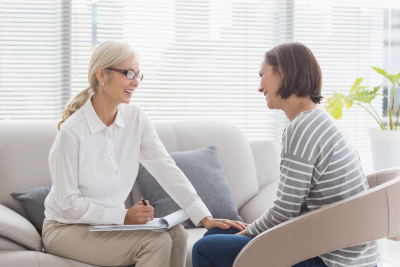 therapist with women on sofa at home